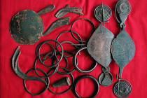 Asi dvacet předmětů ze slitiny mědi uvidí návštěvníci boskovického muzea už v září. Stáří bronzového pokladu odborníci odhadují na tři tisíce let.
