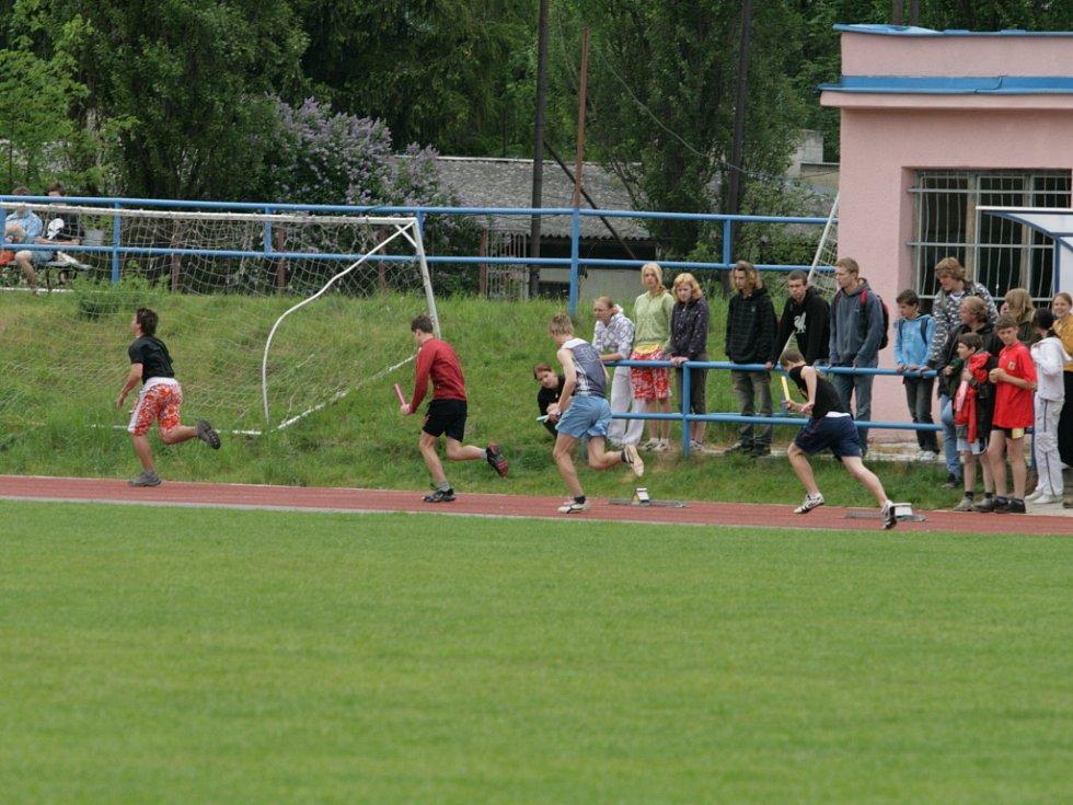 Atletický stadion ASK Blansko zaplnili po dva dny mladí sportovci ze základních škol z Blanenska. V atletických disciplínách se utkali v okresním kole Poháru rozhlasu.