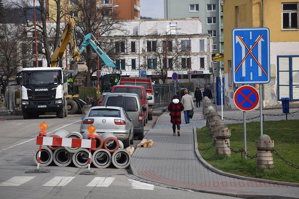 Rozkopané silnice, těžká technika, zákaz vjezdu. Centrum Blanska je už měsíc kvůli opravám vodovodu a kanalizace uzavřené. Tento stav má trvat do konce června.