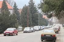 Někteří blanenští řidiči si stěžují na dopravní situaci v ulicích Leoše Janáčka, Chelčického, Havlíčkova, Údolní a 9. května. Vadí jim zaparkovaná auta a špatný výhled do křižovatek.