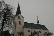Kostel v Drnovicích u Lysic.