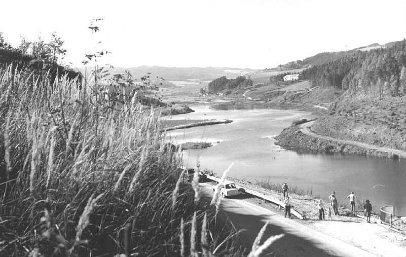 Pohled od hráze na budoucí jezero.