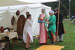 V areálu U Mravence Lesíka prožili návštěvníci historické odpoledne. Děti si mohly pohladit dravce.