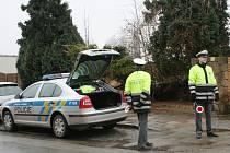 Policisté střežili železniční přejezdy. Na mušku si vzali, jak chodce, tak řidiče aut. Jako první porušila předpisy řidička, která projela rájeckým přejezdem na červenou.