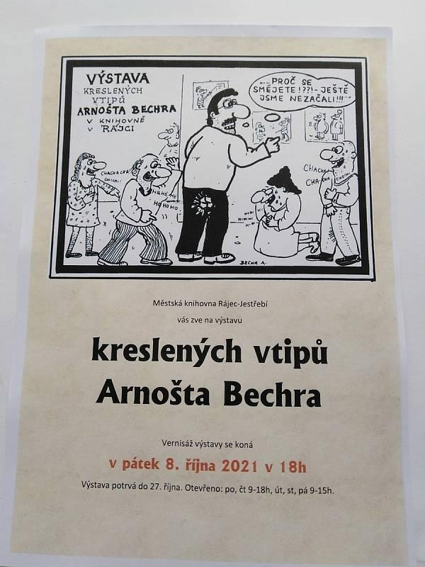 V prostorách knihovny v Rájci-Jestřebí vystavuje desítky černobílých vtipů kreslíř Arnošt Bechr ze sousedního Ráječka.