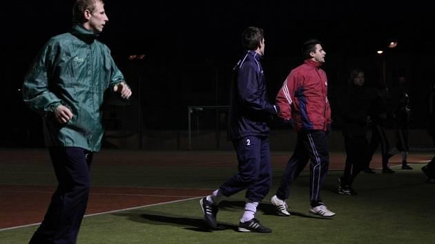 Martin Sehnal (vlevo) na tréninku fotbalistů Olympie Ráječko.