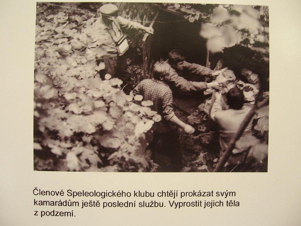 Členové Speleologické klubu v roce 1970.