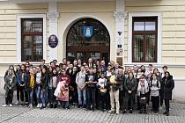 Zhruba padesátka žáků z České republiky, Litvy, Kypru, Německa, Itálie a Nizozemí dorazili do Blanska na pozvání Základní školy Erbenova.