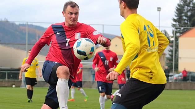 V posledním domácím utkání podzimní části Moravskoslezské divize porazili fotbalisté FK Blansko (v červeném) FK Šumperk 2:1.