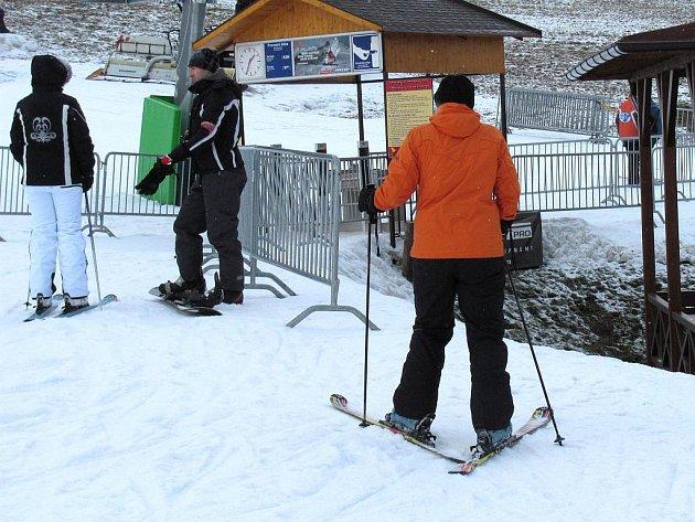 Lyžování ve skiareálu Olešnice. Ilustrační foto.