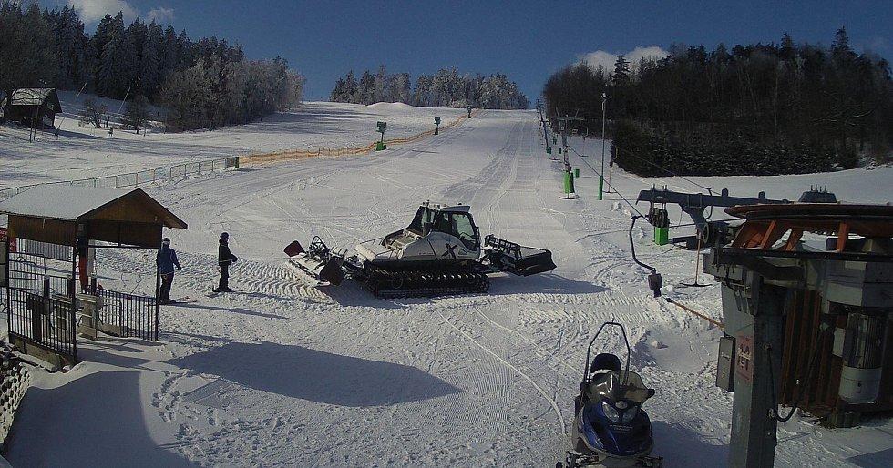 V Olešnici tahala lyžaře rolba.