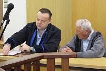 Řidič autobusu Josef Žubor (na snímku vpravo) na úterním líčení u Okresního soudu v Blansku.
