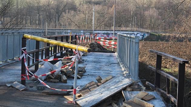Opravy mostu mezi Ráječkem a Dolní Lhotou.