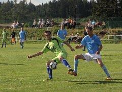 Fotbalisté Vilémovic (v bledě zelených dresech) porazili v posledním domácím zápase Slavkov 3:2.