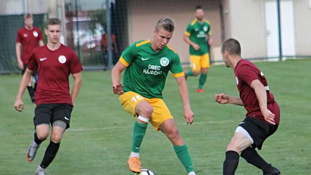 Fotbalisté brněnské Sparty (v rudém) se v úterý sešli na prvním tréninku, zato Ráječko stále vyčkává.
