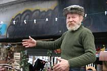 Bezdomovec Karel Kašpařík oslaví pod jedním z blanenských mostů už třetího Silvestra.
