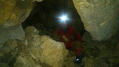 Amatérští speleologové se po třech sezonách prokopali k Brumbálovu dómu.