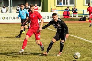 Filip Žák (na snímku v červeném dresu) byl se šesti góly nejlepším střelcem Blanska v této sezoně.