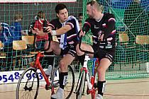 Páté místo na mezinárodním turnaji v kolové v německém Leedenu obsadila mladá dvojice SC Svitávka Jiří Hrdlička ml. - Roman Staněk (černé dresy).