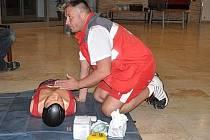 Mojmír Vágner z Blanska je školitelem první pomoci. Jako člen Českého červeného kříže pořádá kurzy, ve kterých učí zájemce pomoci lidem v ohrožení života.