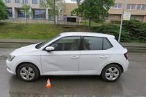 Nešikovný řidič naboural zaparkované auto a ujel. Hledá ho policie.