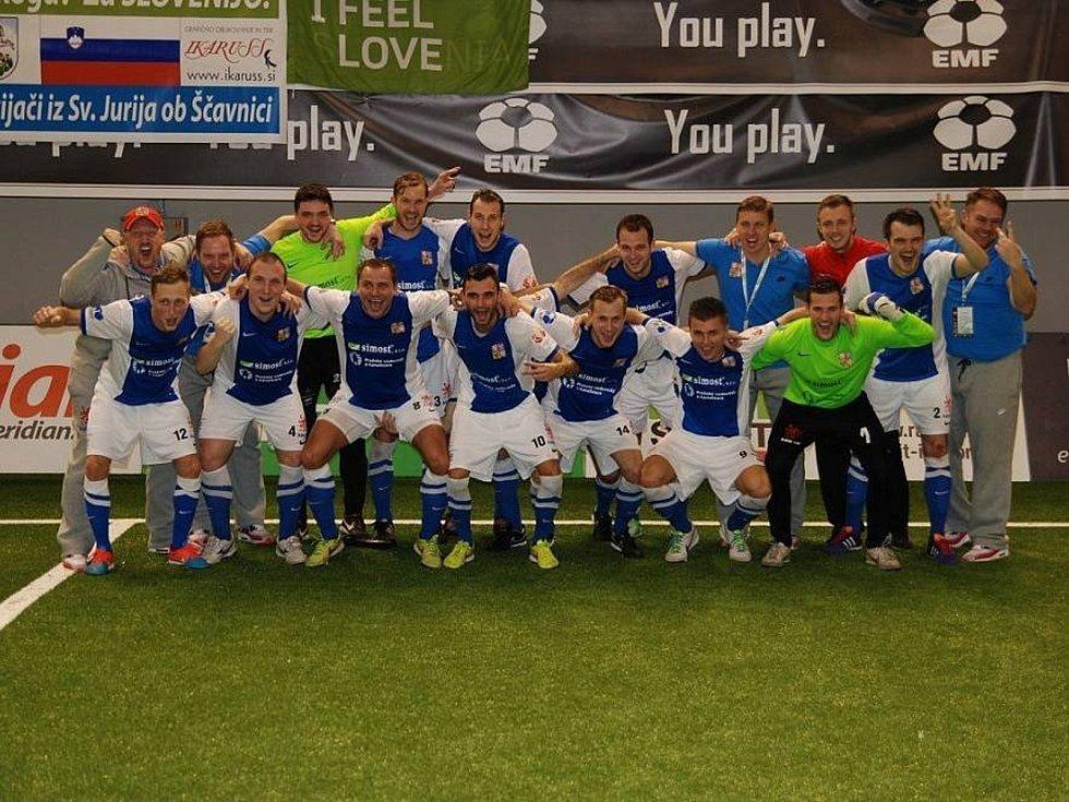 Fotbalista Jan Koudelka ze Suchého střílí góly ve třetí lize za Prostějov. Sní o angažmá ve vyšší soutěži. V malé kopané je v reprezentaci.