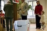 Na Černohorské radnici volil také kandidát do senátu a bývalý profesionální cyklista Jozef Regec. K volební urně ho doprovodila manželka a dcera.