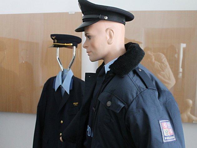 V pátek od sedmnácti hodin začne v blanenském muzeu výstava s názvem Historie uniforem. Na ní si budou moci návštěvníci prohlédnou na třicet uniforem a pracovních oděvů převážně ze sbírky Jana Bačáka.