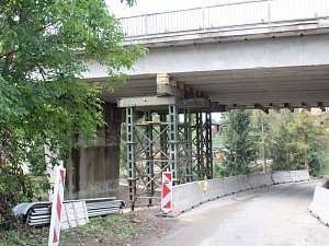 Silničáři definitivně uzavřeli most v Černé Hoře. Čeká ho demolice.