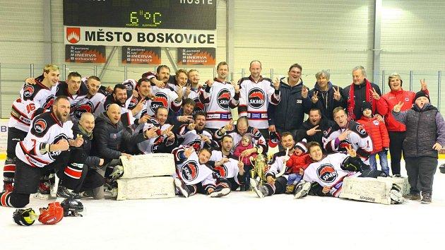 Hokejová Minerva obhájila titul sčistým štítem. Uničov smetla 3:0.