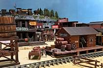 Westernové městečko Boskovic zdobí unikátní sbírka. Modelů a figurek indiánů.