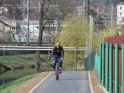 Cyklostezka kolem Svitavy ještě není v Blansku zcela hotová. Schází několik úseků. Cyklistům, bruslařům i běžcům tam však chybí hlavně veřejné osvětlení. Stejně jako na kilometrovém oválu u baseballového stadionu.