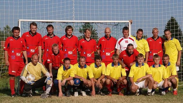 Vítězný tým FC Božkov s druhým Slovanem Mozanbik.