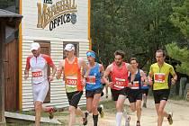 Boskovické běhy. Závodníci proběhli také westernovým městečkem. V cíli napočítali pořadatelé téměř šest set třicet běžců.