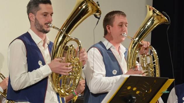 Dechová kapela Bivojanka koncertovala v sobotu odpoledne v kině v Jedovnicích. Při příležitosti oslav svých dvacátých narozenin.