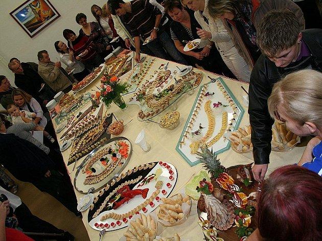 Na boskovické Vyšší odborné škole zakončili čtyřdenní kurs pro kuchaře a číšníky slavnostním rautem.