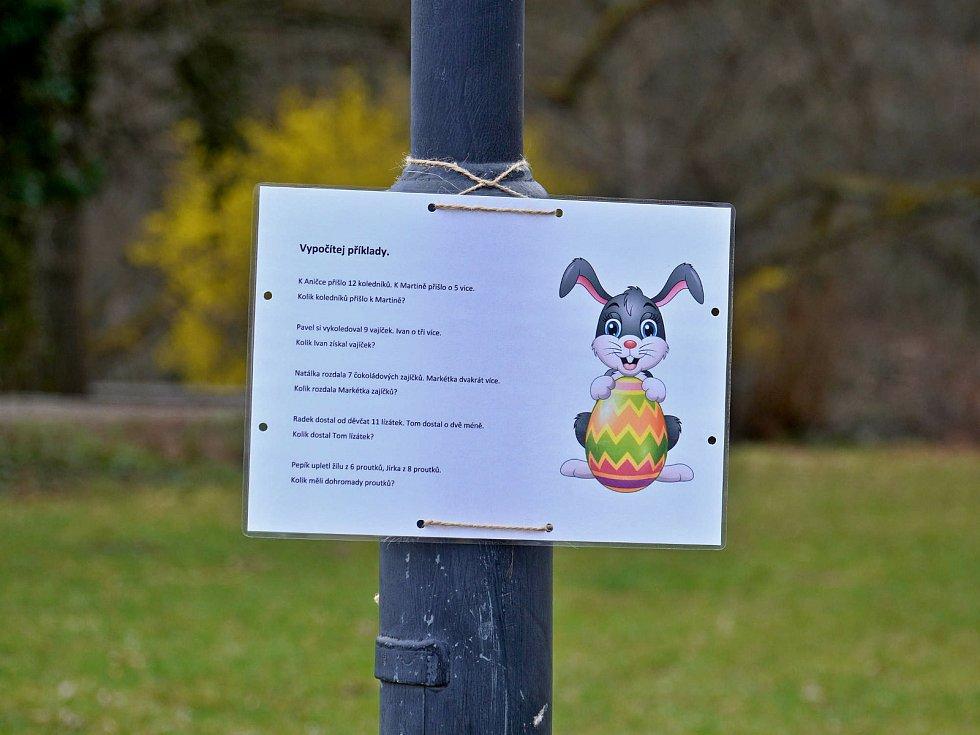 Putování s velikonočním zajíčkem připravili na sváteční dny v zámeckém poarku v Boskovicích pracovníci Střediska volnéhbo času s Místní akční skupinou.