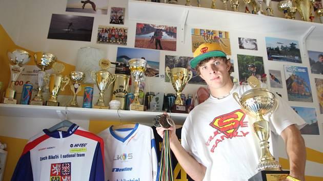 Martin Kakáč nasbíral za své úspěchy už pěknou řádku trofejí.