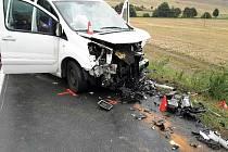 Nepřiměřená rychlost. Ta podle policistů zřejmě stála za úterní ranní nehodou, při které se krátce po půl šesté čelně srazila dodávka s osobním autem.