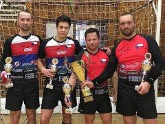 Vlevo je tým SC Svitávka II (Jiří Hrdlička mladší a Roman Staněk), vpravo vítězný SC Svitávka I (Pavel Loskot a Jiří Hrdlička starší).