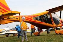 Na letišti v Kotvrdovicích obdivovali návštěvníci ultralighty, které přiletěly z celé republiky. Zájemci se mohli proletět i vrtulníkem.