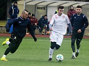 Dvacetiletý záložník Viktor Kacr (na snímku v bílém dresu) se po půlroce v Anglii vrátil do Česka, a znovu oblékl dres Sokola Lanžhot.
