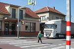 Jestli na přechodu v Lipůvce přibudou semafory, řeknou silničáři v květnu.