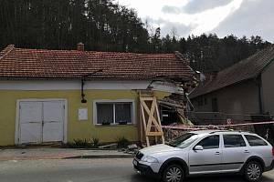 Stav poničeného domu v blanenských Lažánkách ještě posoudí soudní znalec.