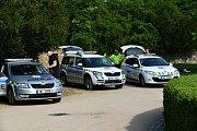 Policejní auta, hasiči, sanitka. Výstroj policistů a hloučky dětí i dospělých okolo. Na prostranství u Zámeckého skleníku v Boskovicích bylo ve středu dopoledne pořádně živo. O půl deváté ráno tam odstartovala akce Den s Policií ČR.