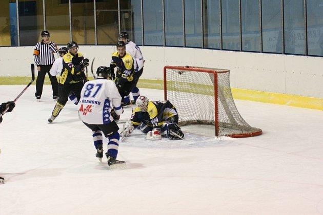 Nepěkným výsledkem skončilo pro Blansko utkání s prvními Moravskými Budějovicemi. Na sedm gólů hostů nedokázali Blanenští odpovědět ani jednou trefou.