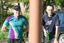 První dva kilometry úvodního závodu běžeckého seriálu Hraběnka Cup 2011 napálil Leoš Svoboda z Bořitova na krev. Po kilometru všem ukázal záda. I jeho největší soupeř Roman Chlup z Boskovic zůstal daleko za ním.
