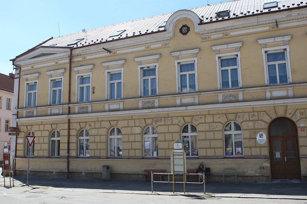 O prázdninách se dělníci pustí do opravy Základní umělecké školy Letovice.
