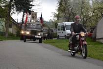 Průvod obcí s historickými a alegorickými vozidly pořádali v pátek ve Světlé. Oslavili tak sedmdesáté výročí konce druhé světové války.