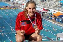 Plavkyně ASK Blansko Veronika Zamazalová má bronz z mistrovství republiky. V bazénu v Podolí dohmátla třetí na padesátce prsa. Jan Vencel překonal osobní rekord na dvoustovce motýlkem a skončil šestý.